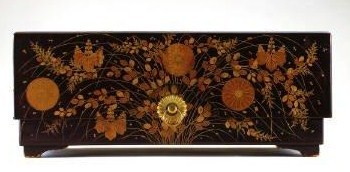 This ryoshi-bako or stationery box is similar to the one that inspired the poem that draws a parallel with God's masterpiece, the Church.